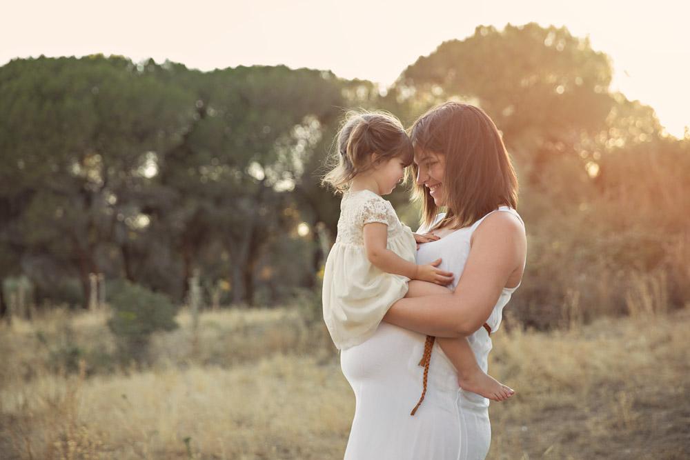 Sesión de fotos de premamá en exteriores La Moraleja