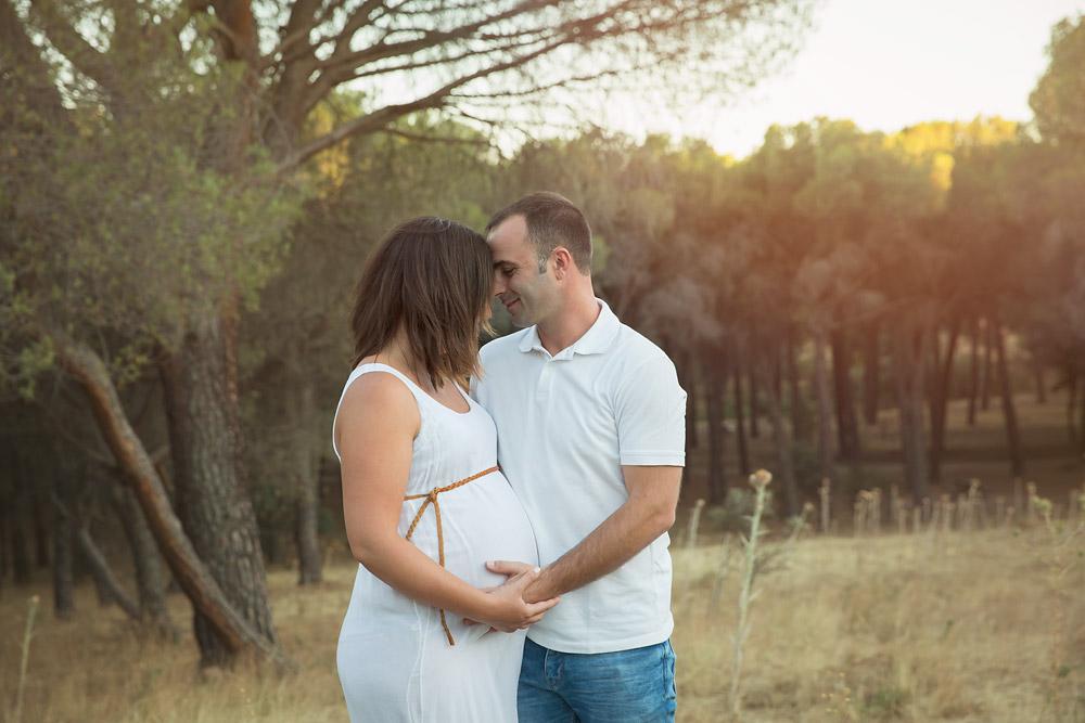 Fotografía profesional de premamá en exteriores Chris Venturini Photo